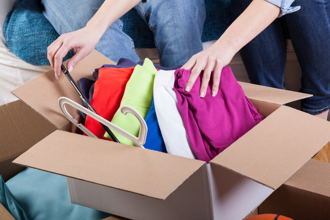 How to Pack Clothes for Moving: 9 Simple Tips